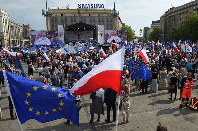 """Tak """"Wiadomości"""" TVP pokazały Marsz Wolności. """"Frekwencja porażką PO"""""""