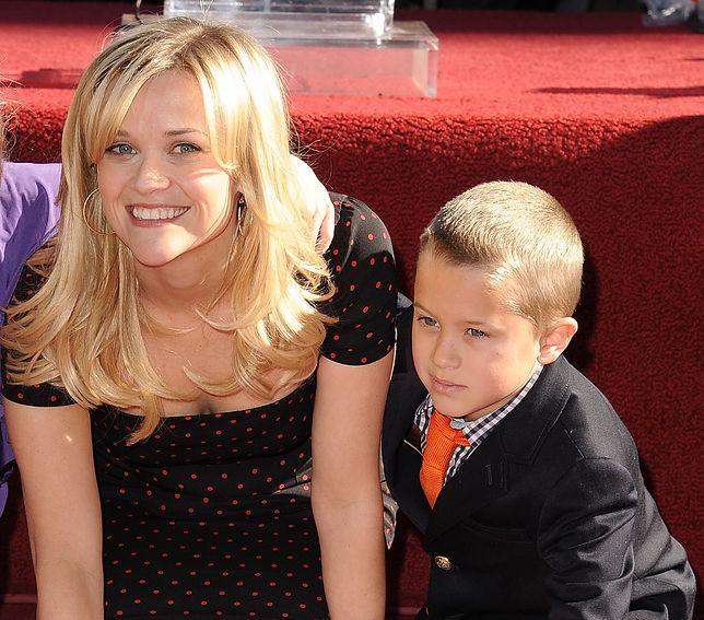 Reese Witherspoon z synem Deaconem w 2010 r.