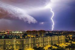 Efektowne i groźne! Jak chronić mieszkanie przed letnimi burzami?