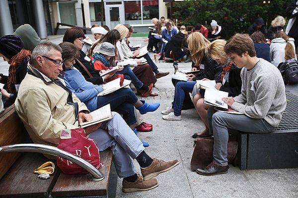 W Warszawie ustanowiono nowy rekord świata w czytaniu zbiorowym na świeżym powietrzu