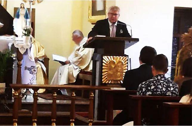 Ryszard Czarnecki przemawia w kościele
