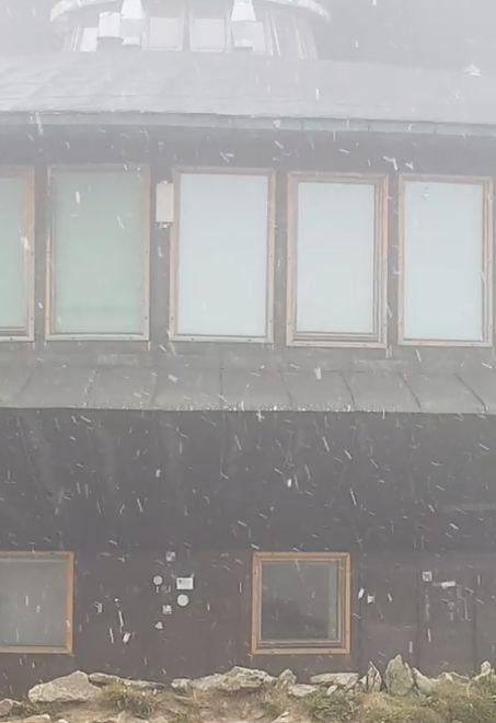 Śnieg spadł na Śnieżce