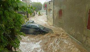 Ulewa we Francji porywa samochody