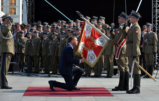 Prezydent Andrzej Duda podczas uroczystości przejęcia zwierzchnictwa nad Siłami Zbrojnymi
