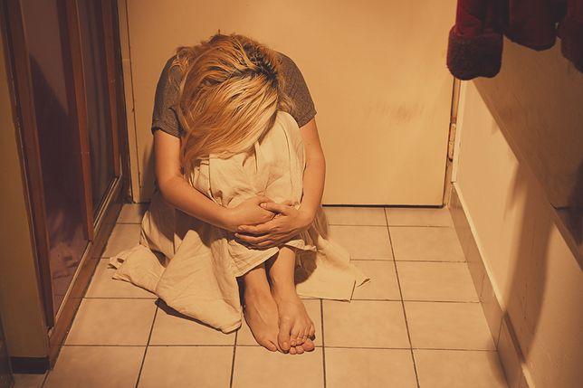 Rodzice ofiarami przemocy. Maria musiała założyć zamek w drzwiach do sypialni