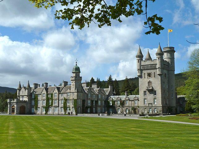 Strażnicy dbający o bezpieczeństwo zamku mają sporo pracy