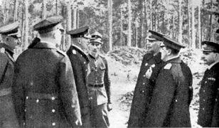Kapitulacja Helu. Admirał Hubert von Schmundt (trzeci z lewej) i Admirał Józef Unrug (trzeci z prawej)
