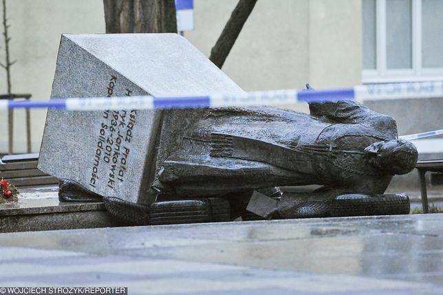 Nagrał obalenie pomnika ks. Jankowskiego. Sekielski zdradza szczegóły