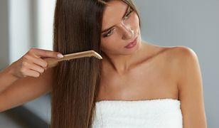 Proste włosy wymagają szczególnej pielęgnacji.