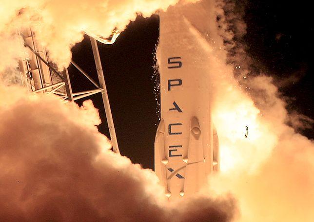 Dzięki tej rakiecie w samolotach będzie internet. Możesz zobaczyć jej start