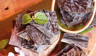 Do najczęściej spotykanych wodorostów kulinarnych należą nori, kombu, wakame i hijiki.