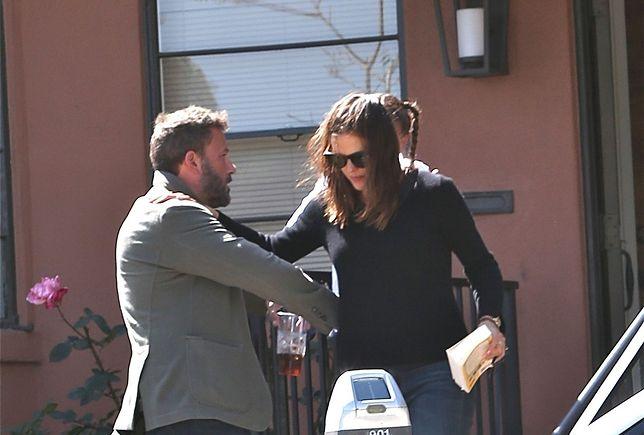 Ben Affleck i Jennifer Garner przed gabinetem terapeuty
