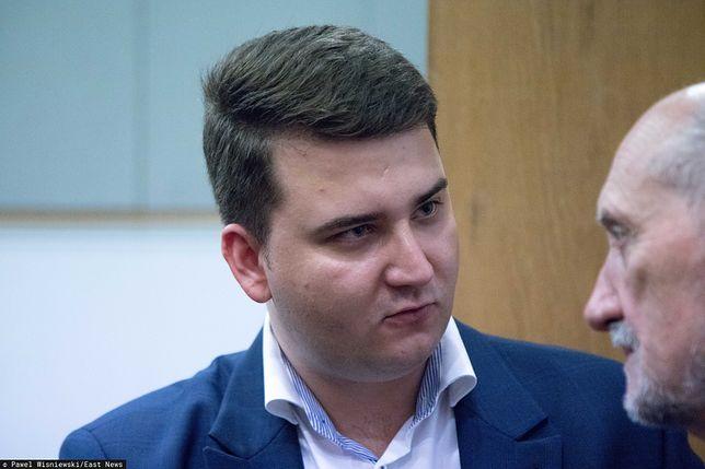Bartłomiej Misiewicz jeszcze nie dowie się, co prokuratura postanowiła w jego sprawie