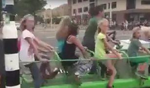 Holenderski rowerowy autobus szkolny (Fot. YouTube -- stopklatka)