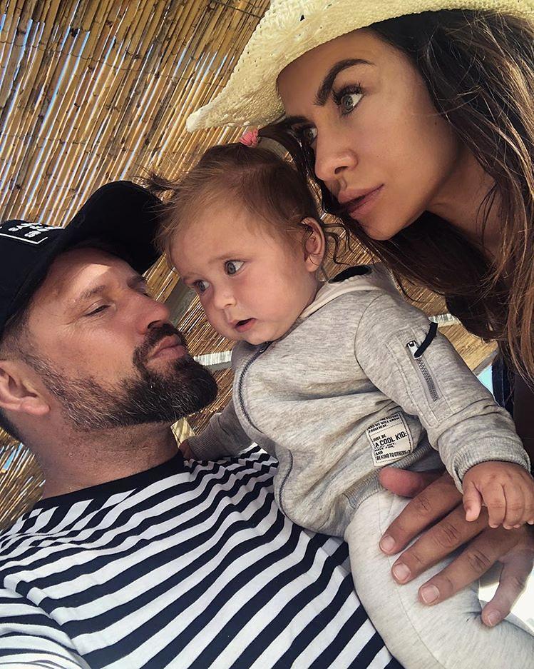 Mąż Natalii Siwiec chwali się selfie z córką i żoną. Fani zauważyli podobieństwo do taty
