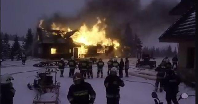Płonie stare schronisko na Hali Miziowej. GOPR dowoził strażaków