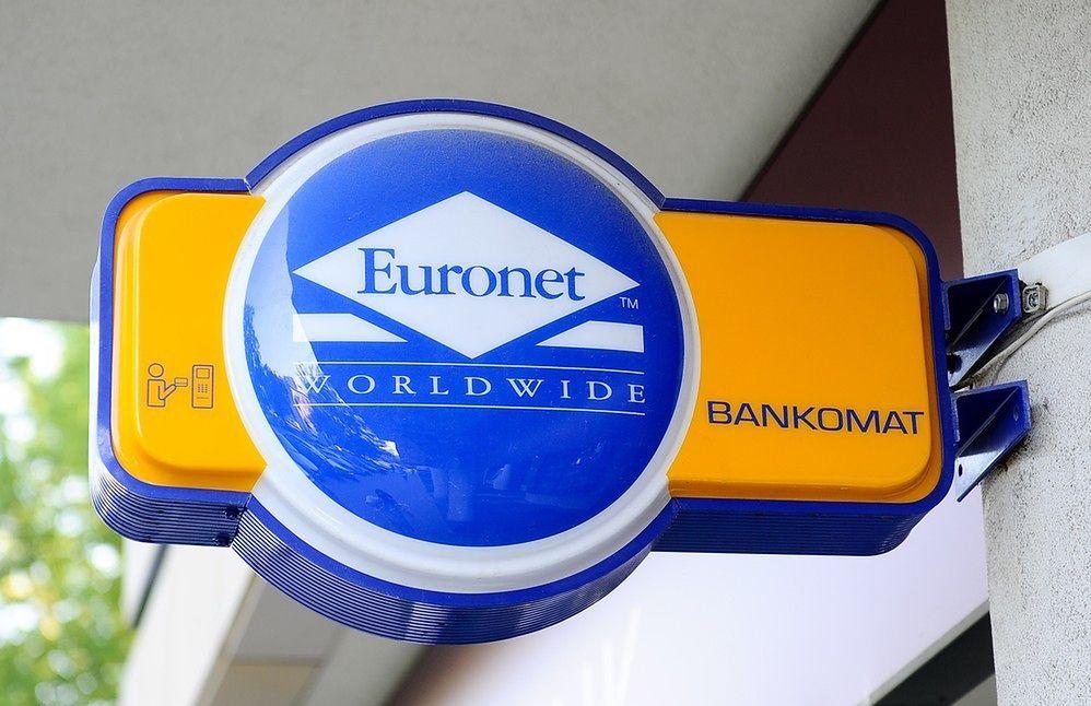 Oburzenie po komunikatach w bankomatach Euronetu. Firma protestuje: incydentalny błąd, już naprawiony