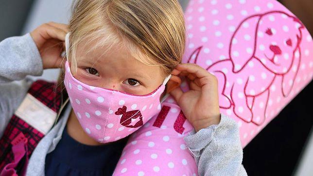 """Koronawirus. Kontrowersje po badaniach w USA """"Poważne następstwa COVID-19 u dzieci"""" (Deutsche Welle)"""