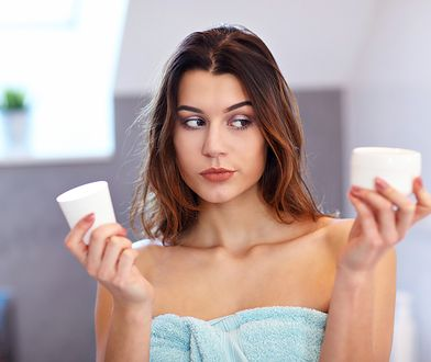 Każda kobieta powinna posiadać w swojej kosmetyczce krem na dzień i krem na noc. Kosmetyki te różnią się od siebie składem, właściwościami i konsystencją.