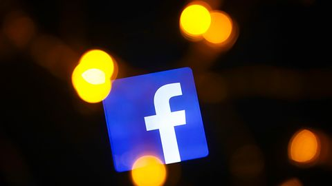 Facebook w smartfonach i ciemny motyw. Kolejni wybrańcy mogą już z niego korzystać