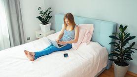 Nigdy nie siadaj w ubraniu na łóżku (WIDEO)