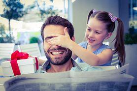 Wierszyki i życzenia na Dzień Ojca – przykłady, o czym warto pamiętać