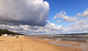 Kilometry plaż, piękne zamki i nieziemska przyroda. Idealne miejsce na urlop blisko Polski