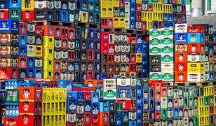 Ciężarówka przewożąca piwa przewróciła się na drodze krajowej 57. Setki butelek rozbitych