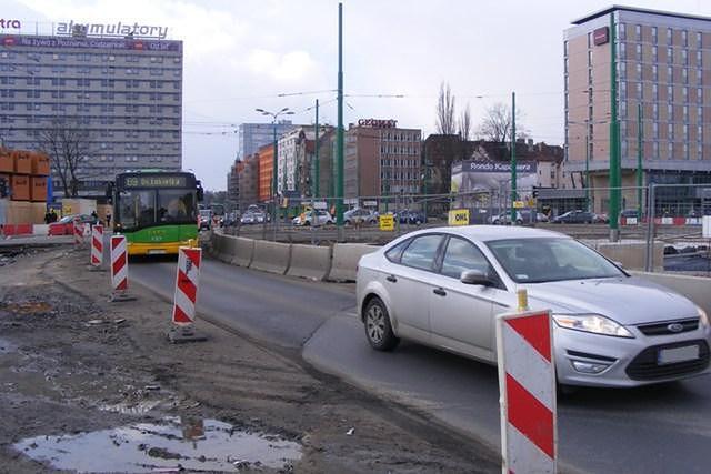 Spore zmiany w organizacji ruchu i rozkładzie MPK na rondzie Kaponiera w Poznaniu