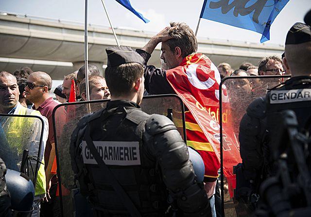 Zagrożenie terrorystyczne, strajki, powódź. Co z Euro 2016?