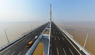 Chiny - najdłuższy podwieszany most świata
