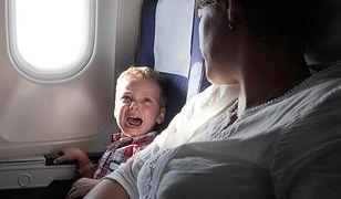 Płaczące dziecko w samolocie może zepsuć podróż