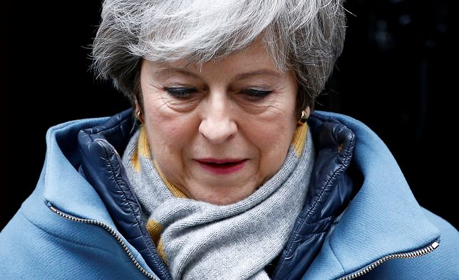 Czy Theresa May przetrzyma kryzys rządu w Londynie?