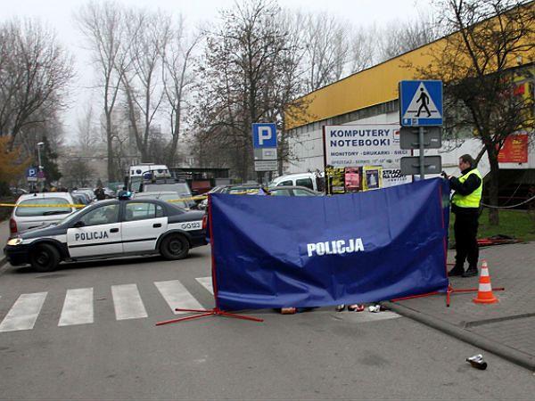 Policja ujęła nożownika z Krakowa. Jego ofiara nie żyje