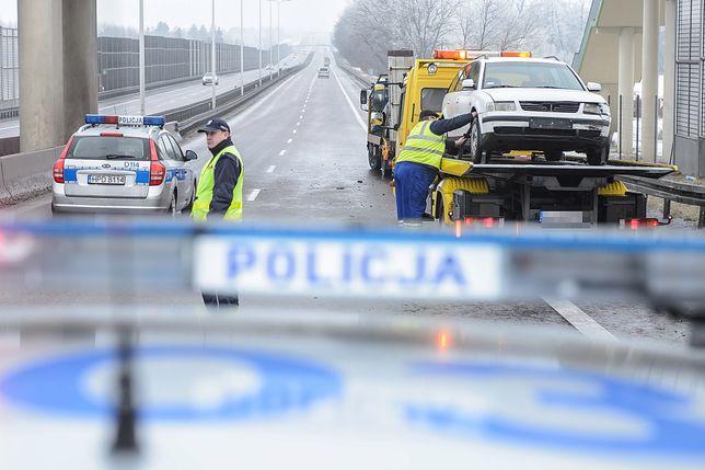 Na autostradzie A1 zderzyły się w niedzielny wieczór dwa samochody osobowe