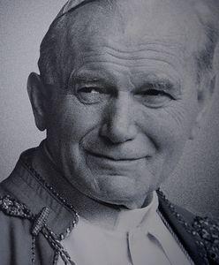 Jakie są cechy osobowości Jana Pawła II? Zadanie w książce z historii rozpaliło sieć