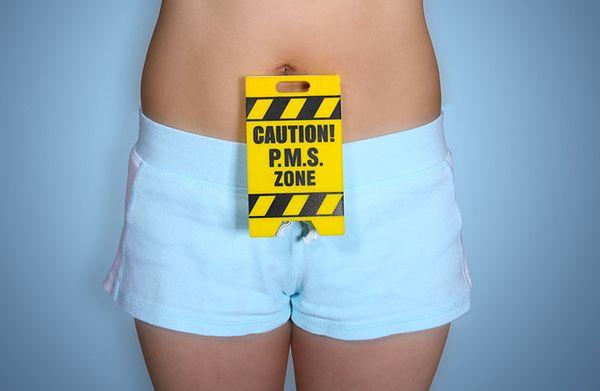 Zespół napięcia przedmiesiączkowego można zmniejszyć regularnie stosując antykoncepcję