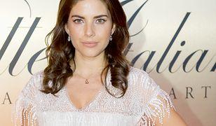 Weronika Rosati w białej sukni mamy