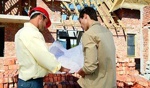 Urzędnicy dokręcą śrubę budowlańcom