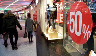 """Niemiecka minister ochrony środowiska Svenja Schulz podkreśliła w rozmowie z """"Welt am Sonntag"""", że skandalem jest, iż odzież stopniowo staje się produktem jednorazowego użytku"""