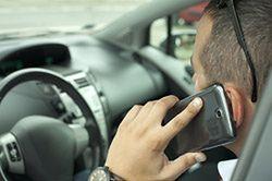 Kiedy używanie telefonu w samochodzie jest dozwolone?