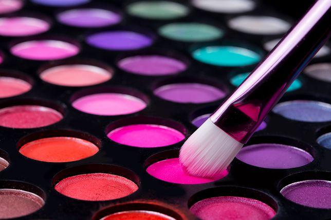 Kolorowa paletka to idealny upominek dla miłośniczki makijażu