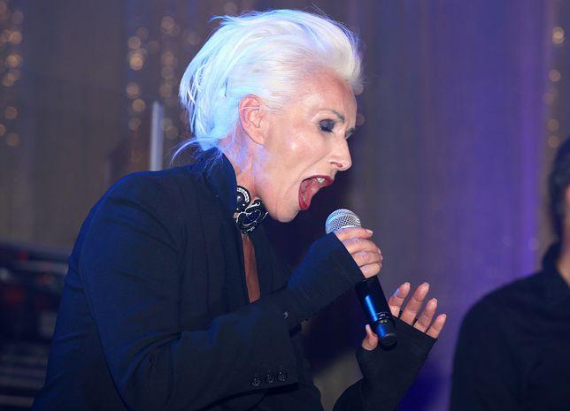 Zalewski zaśpiewał utwór Maanamu.
