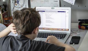Weryfikowanie wiedzy drogą online jest problematyczne