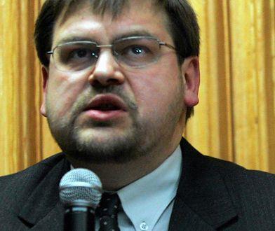 Henryk Głębocki jest pracownikiem Uniwersytetu Jagiellońskiego.