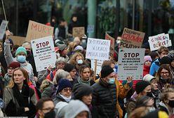 """""""Stop torturom na granicy"""". Protest w centrum Warszawy"""