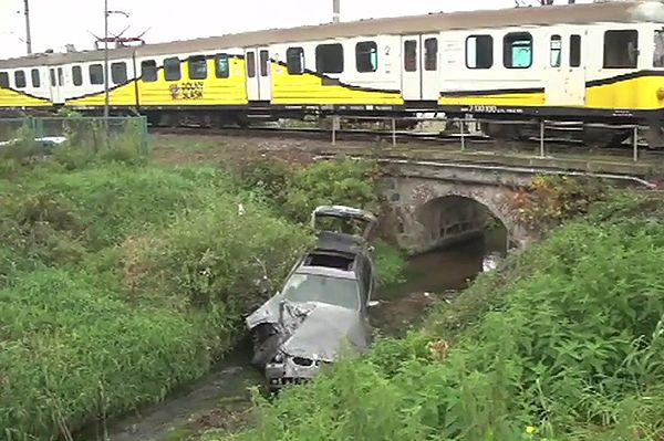 Samochód wjechał w pociąg w Jeleniej Górze