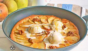 Placek jabłkowy z patelni. Słodkie śniadanie lub deser