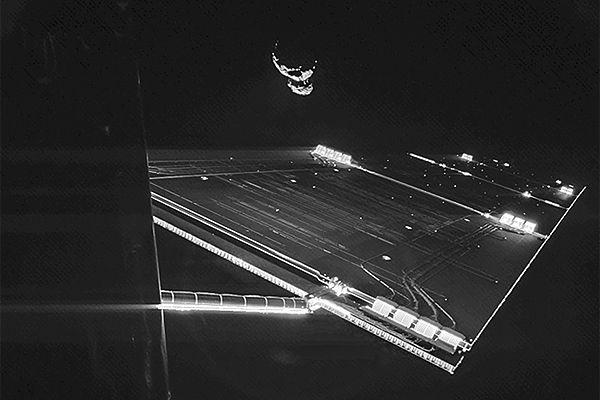 """Rosetta zrobiła """"selfie"""". Oto zdjęcie"""