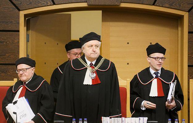 Trybunał Konstytucyjny 9 marca uznał nowelizację ustawy o TK autorstwa PiS za niezgodną z konstytucją